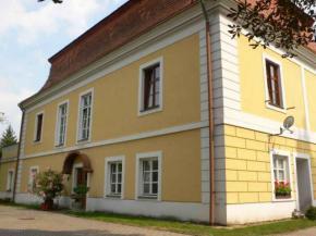 Barokní zámeček Kaštel - Bystřice pod Hostýnem