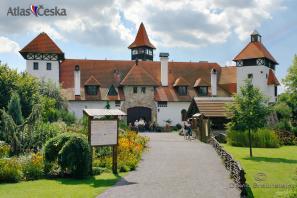 Hrad, muzeum a skanzen Červený Újezd