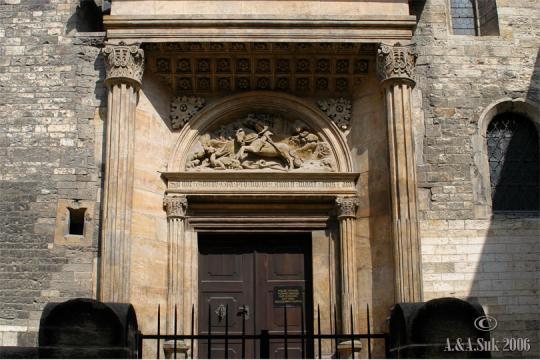Vstupní portál do chrámu sv.Jiří