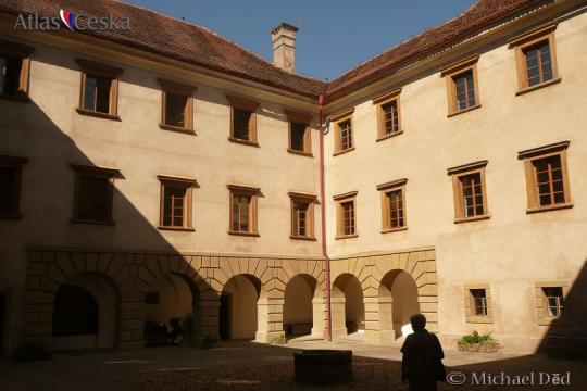 Zámek Staré Hrady -