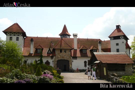 Hrad, muzeum a skanzen Červený Újezd -