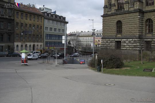 Stanice metra Muzeum -