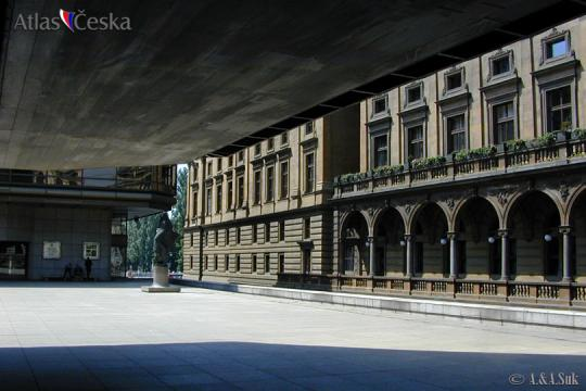 National Theatre -