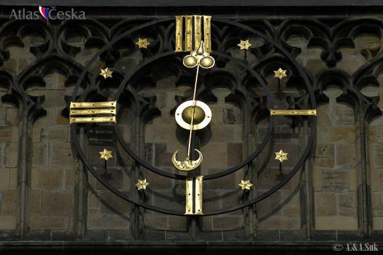 Hodiny na velké věži chrámu sv. Víta -