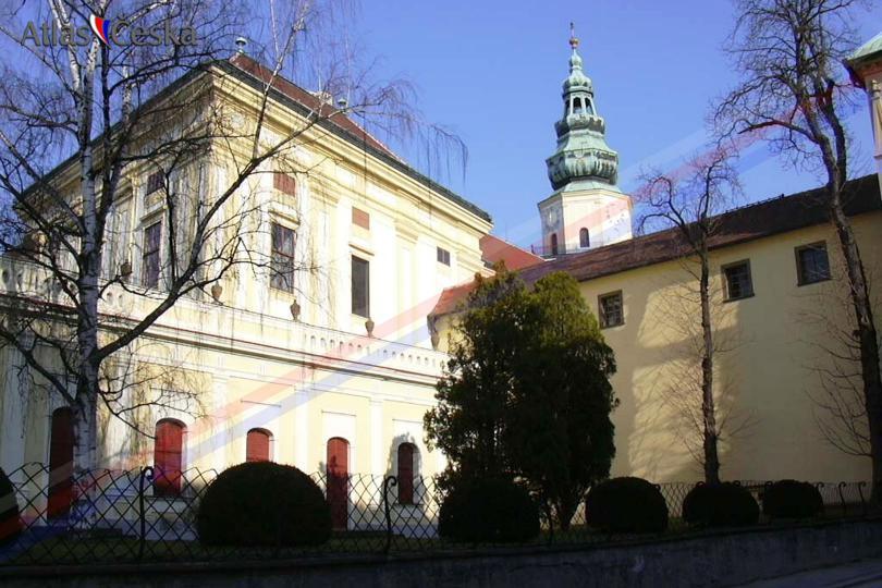 Arcidiecezni_muzeum_Kromeriz-Arcibiskupsky_zamek_Kromeriz_exterier4